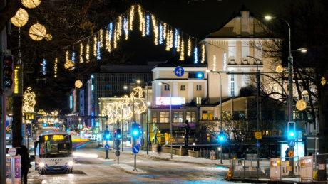 Tampereen kaupungin keskustasta talvinen näkymä Hämeenkadulta