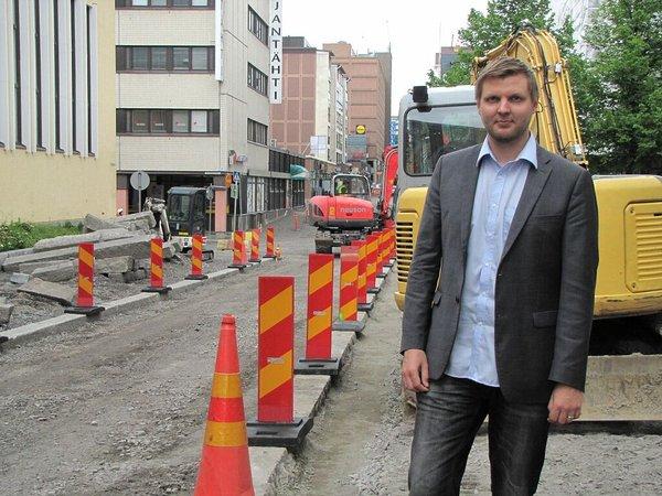 Kaupunkiympäristössä tapahtuu koko ajan, uutta rakennetaan ja vanhaa korjataan. Samalla voimme luoda mahdollisuuksia asukkaiden arkielämää parantavien innovaatioiden kokeilemiseen ja kehittämiseen, sanoo kehityspäällikkö Jari Jokinen Tredeasta. (Kuva: Päivi Stenroos/Tredea)