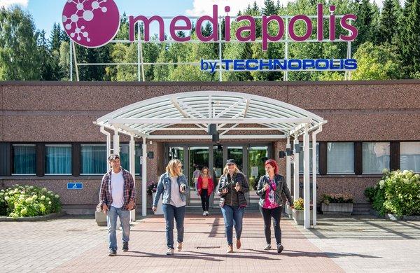 Becky Brake vierailulla Tampereen Mediapoliksessa