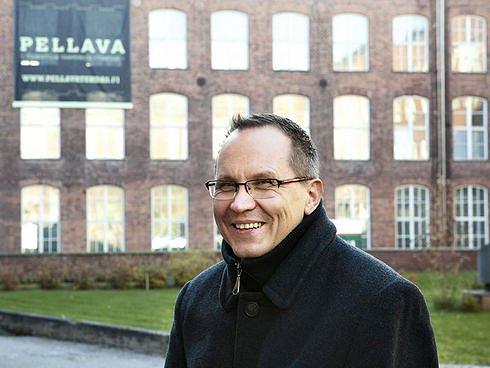 Kasvua. Tredean yrityspalvelu- ja invest in -toiminnasta vastaavalla johtajalla Petri Nykäsellä on Nokia-tausta. Hän kertoo, että entisen matkapuhelinjätin ICT-osaamista hyödynnetään seudulla paljon ja esimerkiksi myyntiosaamista on valjastettu kasvuyritysten tueksi skaalautumisessa. (Kuva: Laura Vesa)