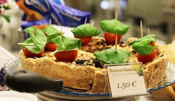 Tampereen Steinerkoulun opetusravintola tarjoilee oppilaille luomuruokaa. Kuva: Tampereen steinerkoulu / Emmi Rämö
