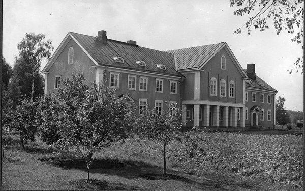 Ahlmanin kartano vuodelta 1930, jolloin rakennuksen laajennus valmistui