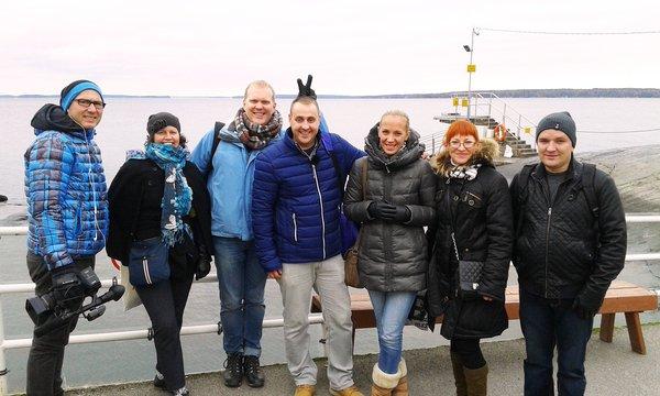 Latvialainen kuvausryhmä Rauhaniemessä. (Kuva: Katja Villemonteix)