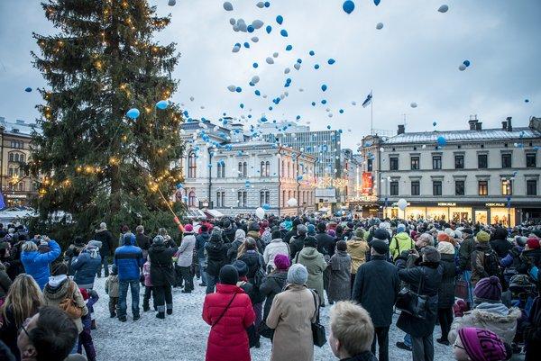 Vuoden 2013 itsenäisyyspäivän juhlintaa keskustorilla (kuva: Kari Savolainen)
