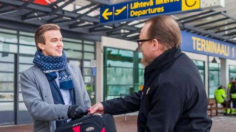 Tampere-Pirkkalan lentoasemalta lähtevä matkustaja