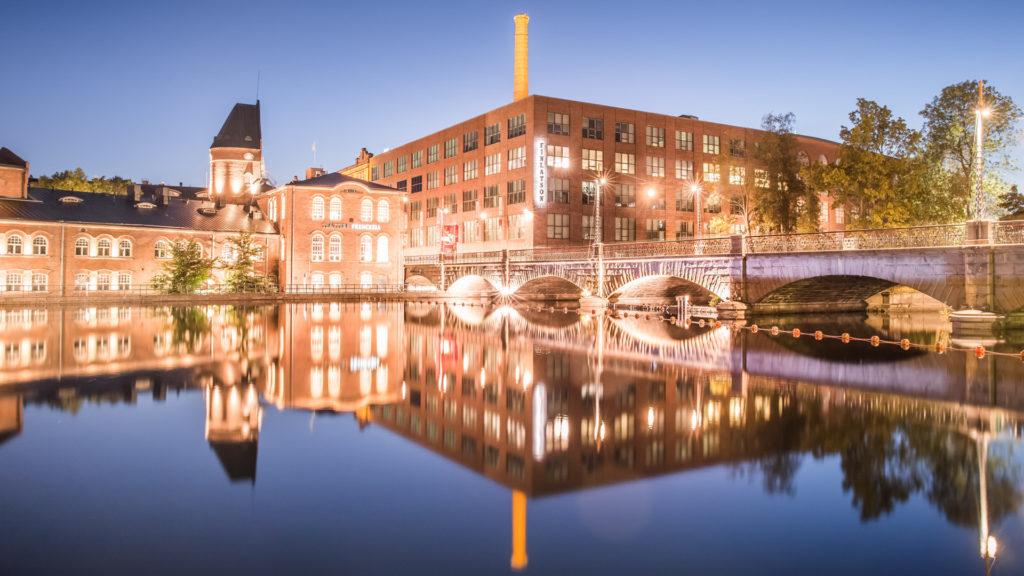 Visit Tampere Finlayson, Frenckell ja Tammerkoski yöllä Kuva: Laura Vanzo