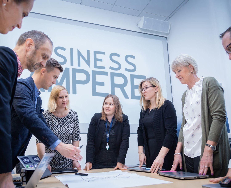 Business Tampere Kuvituskuva Mirella Mellonmaa 5