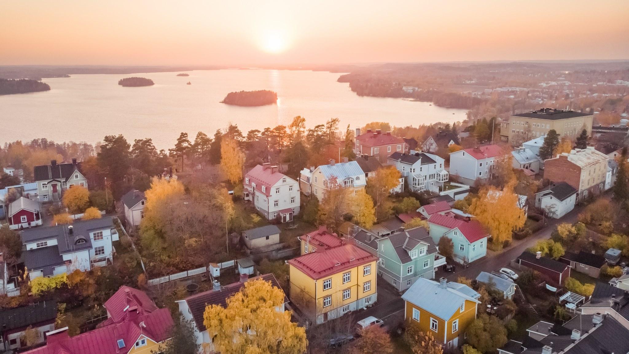 Visit Tampere End of Autumn Pispala golden sunset Laura Vanzo 22