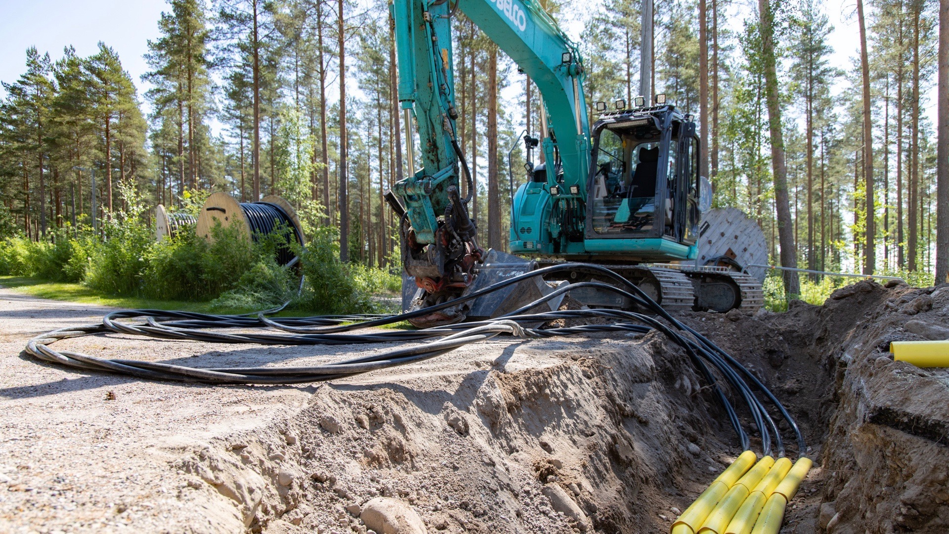 Installing underground cables